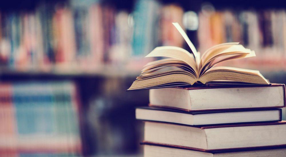 ¿Cómo almacenar los libros bien sin morir en el intento?
